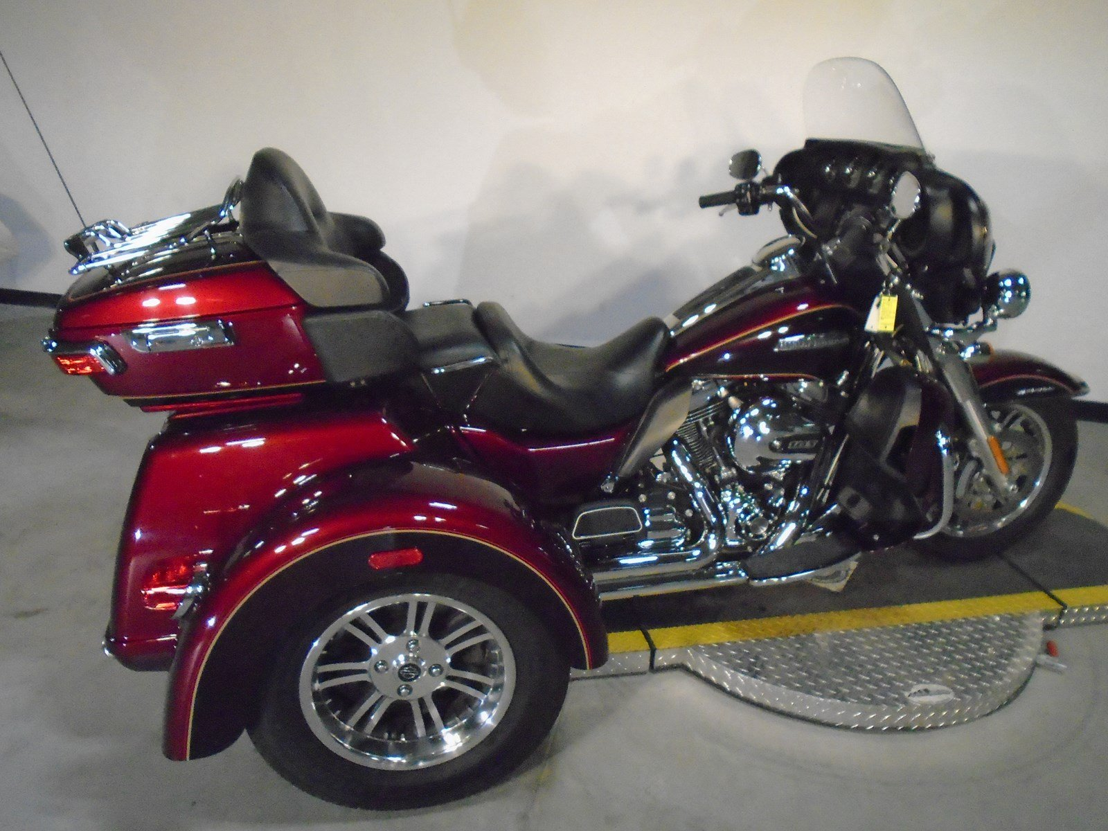 pre owned 2014 harley davidson trike tri glide ultra classic flhtcutg trike in riverside. Black Bedroom Furniture Sets. Home Design Ideas